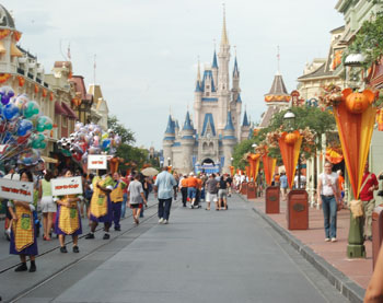 main street in disney's magic kingdom